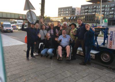 Amsterdam uitjes vrijgezellenfeest Amsterdam bierfiets beerbike pizzaboot pizza boat cruise amsterdam sightseeing